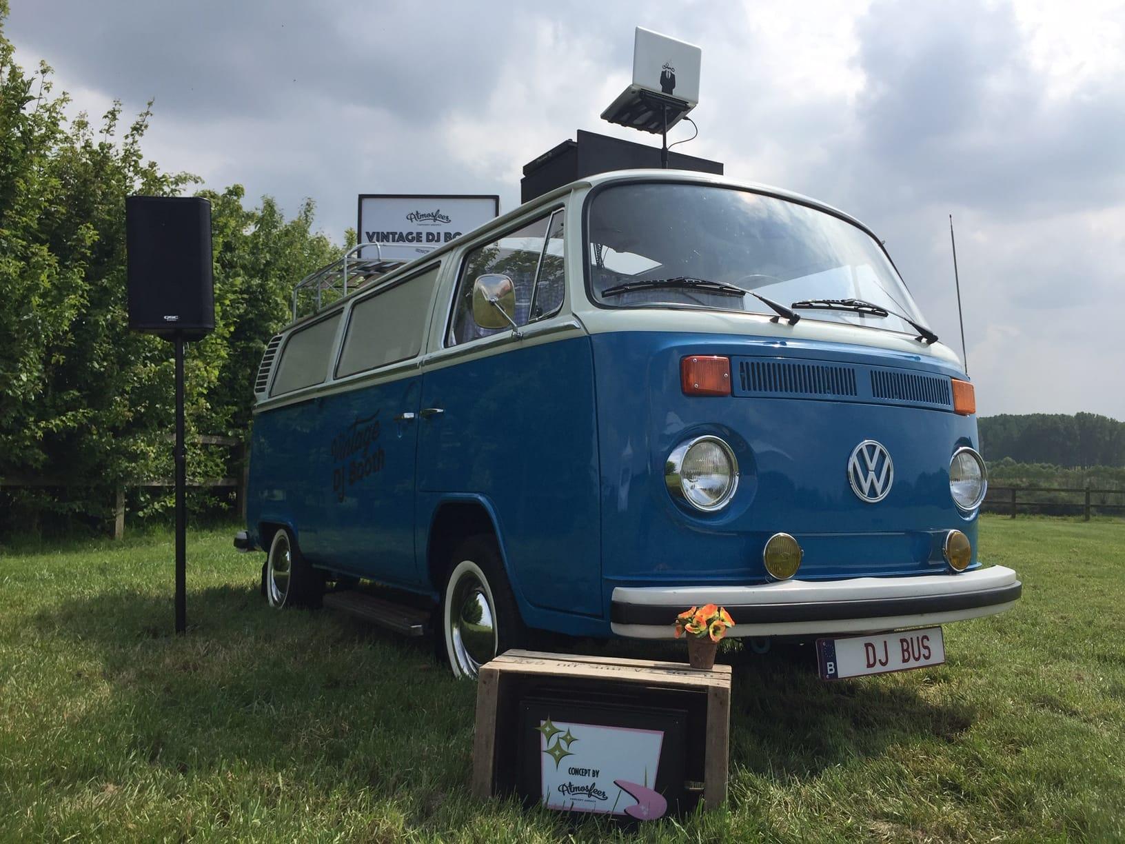 DJ Bus boeken voor uw event? Ontdek de charme en originaliteit van onze Volkswagen DJ Bus!