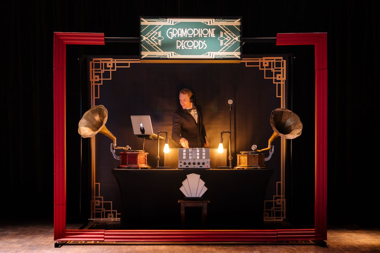 Retro-DJ in het Great Gatsby DJ thema boeken?