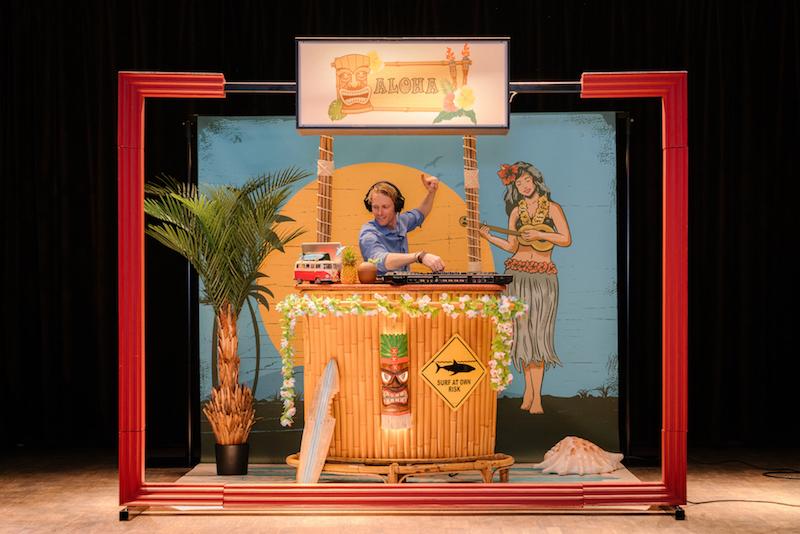 Tropical-DJ-Booth-boeken