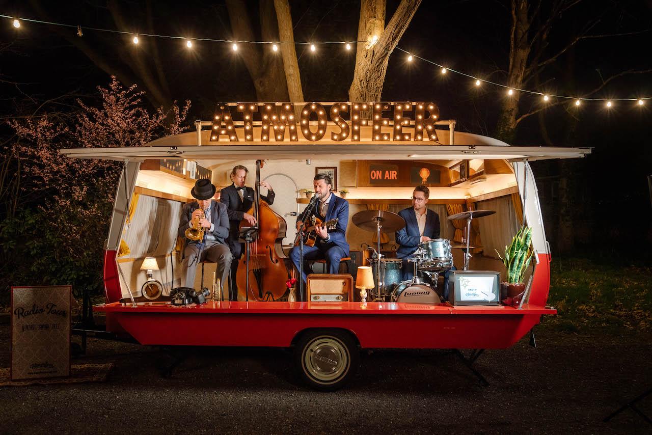 Caravan-podium-DJ-caravan