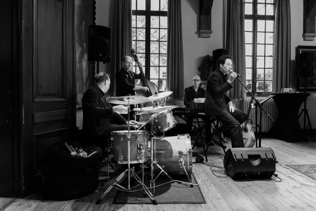 Live jazzband boeken? Ontdek de bijzondere jazzmuziek van jazzband 'Hors Catégorie'. Een sfeervolle jazzband voor uw receptie!