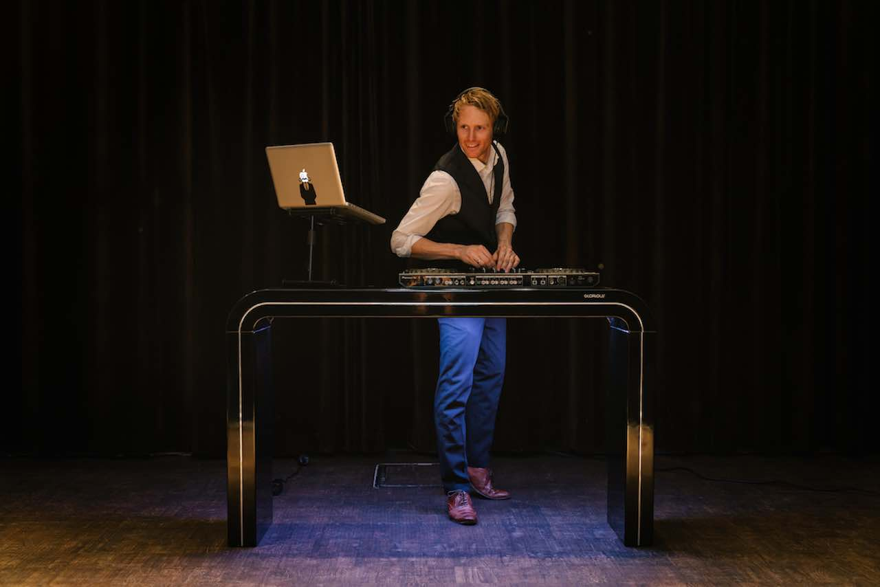 Lounge-DJ-met-live-saxofoon