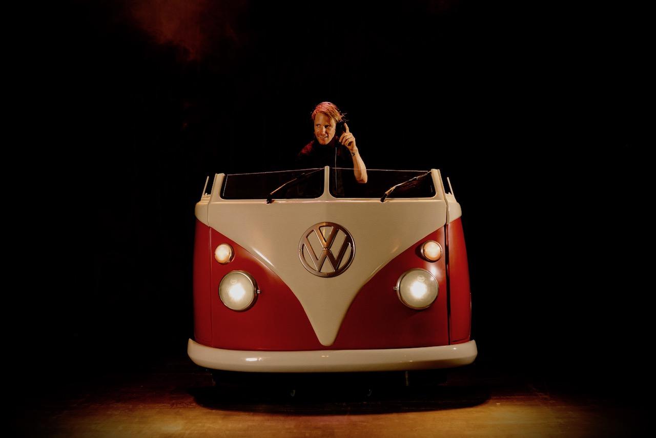 Volkswagen-DJ-Bus-Trouwfeest-Boeken
